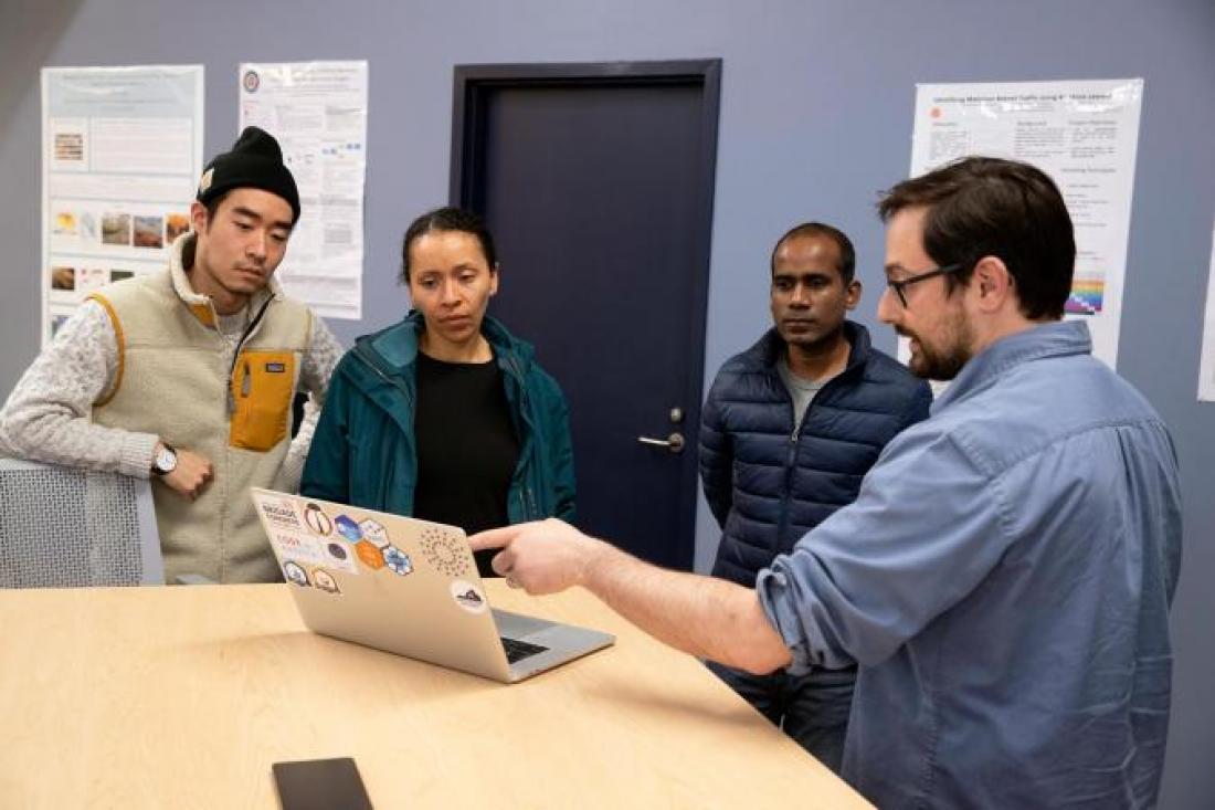 Kropko working with students